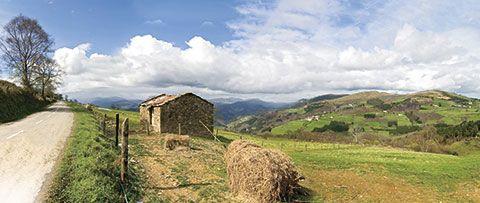 Vista de Tineo, desde la carretera que une Las Fastias y Las Paniciegas.