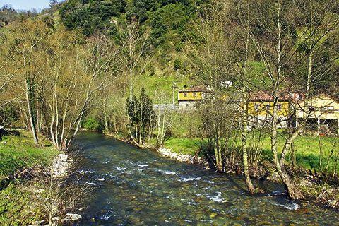 Río Pigüeña a su paso por Grado