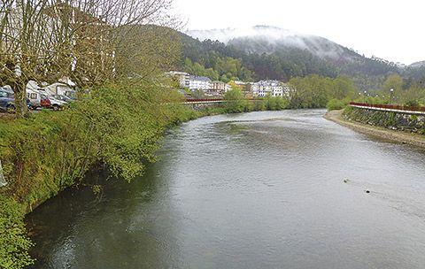 Río Esva a su paso por Trevías