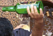Escanciando en el Festival de la Sidra de Nava