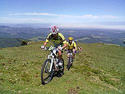 Ciclistas en El Franco, Asturias.