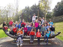 Taller escolar en Semana Santa con niños de Navia