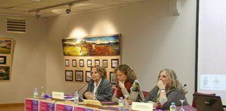 Paz Fernández Felgueroso, Mari Cruz Fernández y Celestina Mastache durante la presentación del IV Plan de Igualdad en Navia.