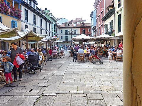 Terrazas en la zona del casco antiguo de Oviedo