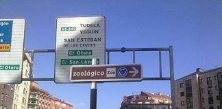 El Zoo de Oviedo se queda sin señalización.