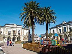 Edificio consistorial en la plaza de la Constitución (Tapia)