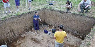 Excavación del lugar de Las Corvas, poblado neolítico al aire libre.