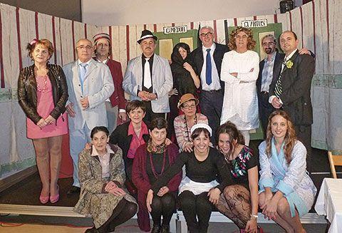 Grupo de Teatro de Ribadeo. Actuación en Cabarcos (Lugo).