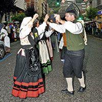 Desfiles folclórico en Mieres