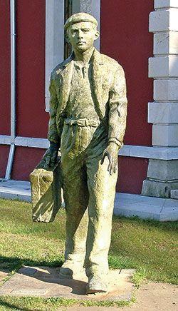 Escultura al Emigrante en Cangas de Onís