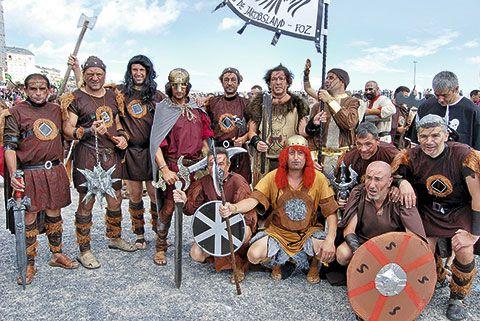 Grupo ataviado para la Festa Normanda