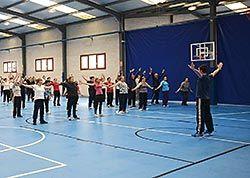 Concentración de gimnasia en el Día Mundial de la Actividad Física en Navia