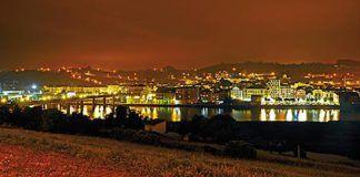 Panorámica de Navia de noche
