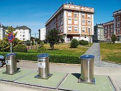 Zona de reciclaje en uno de los puntos de Navia