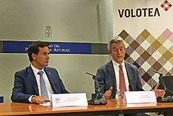 Lázaro Ros (dcha), Director General y Cofundador de Volotea y Francisco Blanco (izda), Consejero de Empleo, Industria y Turismo