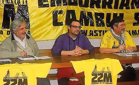 Presentación en Madrid de 485,2 kilómetros en las Marchas de la Dignidad. De izda. a dcha., Ramón Pedregal Casanova, Pablo Cuervo y Miguel Ángel Fdez