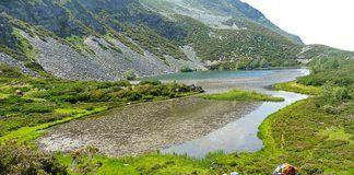 Laguna de Arbás, en la reserva natural parcial del Cueto de Arbás.