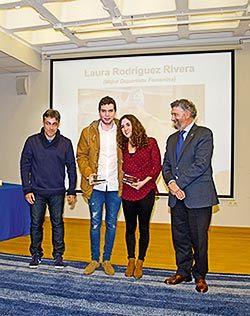 Adrián Fernández y Laura Rodríguez en la Gala del Deporte acompañados por el Director General de Deportes y el Alcalde de Navia / Foto: Fusión Asturias