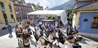 Pasacalles en las Fiestas del Rosario (Riosa)
