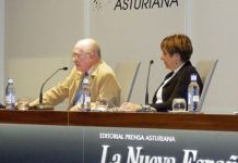 """El Presidente de la asociación, Florentino Martínez, en la Conferencia """"Desde las raíces: a sus emigrantes"""""""
