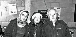Miembros de la Asociación Cervera durante una fiesta navideña.