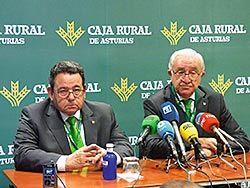 José María Quirós, presidente de Caja Rural Asturias y Fernando Martínez, director general, durante la rueda de prensa