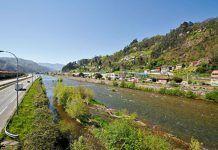 Río Caudal a su paso por el Polígono de Gonzalín (Mieres)