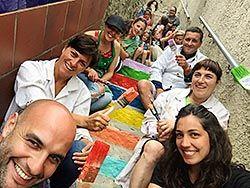 Escalera de colores en el barrio de El Portiellu (Ribadesella)