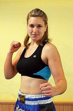 Ana Castello entrenando en el gimnasio Ruta 66, Lugones