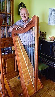 Alejandro García, luthier de Anleo (Navia)