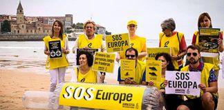 """En febrero de 2017 miles de personas salieron a la calle en España convocadas por más de 70 organizaciones con el lema """"No a la Europa fortaleza. Acogida ya"""""""