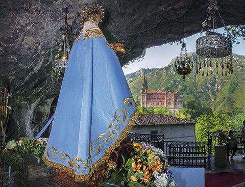 Vista de La Santina. Al fondo, La Basílica