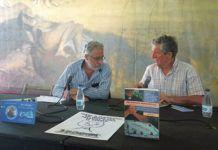 Jose María Rosell (izda.) acompañado de José María Esparza de la Plataforma en Defensa del Patrimonio Navarro, en la Semana Negra de Gijón