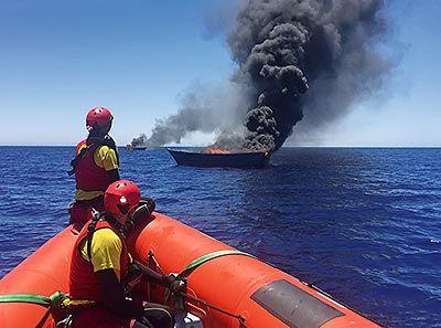 Rescate junio 2016. Embarcación Golfo Azzurro