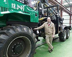 rRubén García Fernández Empresario de vehículos forestales en el polígono de Río Pinto (Coaña)
