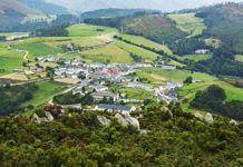 Vistas de la capital del concejo desde el Pico Villayón