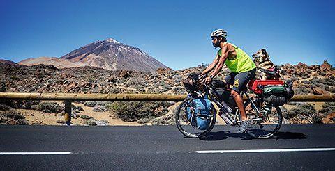Bikecanine: Pablo y Hippie con el Teide al fondo.