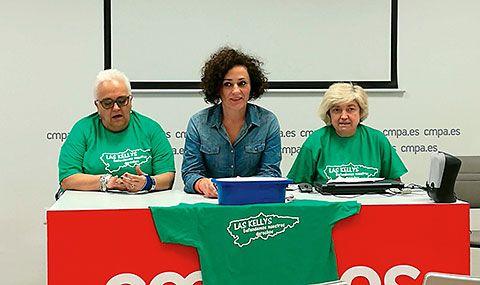 A la derecha, Paloma Escobar, presidenta de Kellys Unión Asturias; a la izquierda, Ana María Núñez, vicepresidenta