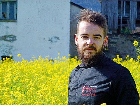 Jhonatan González Ovalle, repostero de la pastelería Cabo Busto (Valdés)