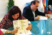 Neto García y Carolina Pelaz con el libro El vino de Cangas