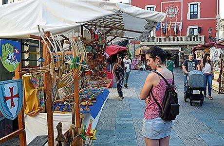 Mercado medieval en Navia