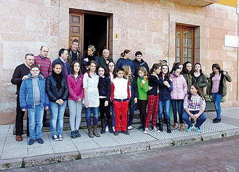 Audiencia infantil con los políticos del Ayuntamiento de Parres en 2014