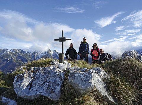De izda. a dcha. Dani, Luis, Patri y Juan Carlos en la cima de Peña Melera (concejo de Aller)