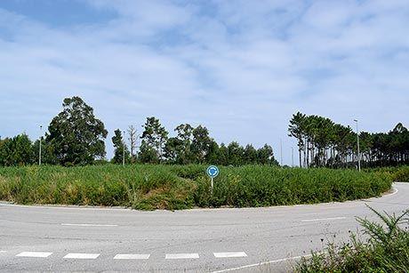 Rotonda a la entrada del polígono de Barres (Castropol)