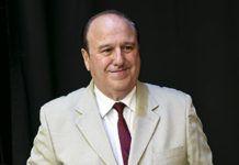 José Antonio González recibe un homenaje en Riosa por 40 años de trayectoria artística