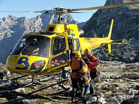 Helicóptero de Bomberos de Asturias en un rescate