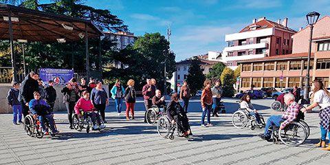 Integrantes de la Asociación en el Día Internacional del Discapacitado (Llanera)