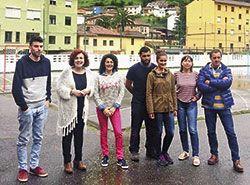 Nuria Ruiz (segunda por la izda), con miembros de la nueva Junta Directiva