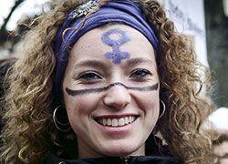 Mujer en manifestacion 8M