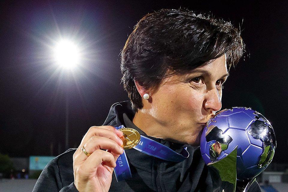Toña Is, seleccionadora nacional de fútbol de la Sub-17 femenina.